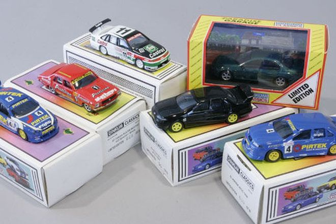 Model Cars - 6 x Dinkum Classics - Limited Ed.of Bathurst Fords & Holdens (1:43 Scale)