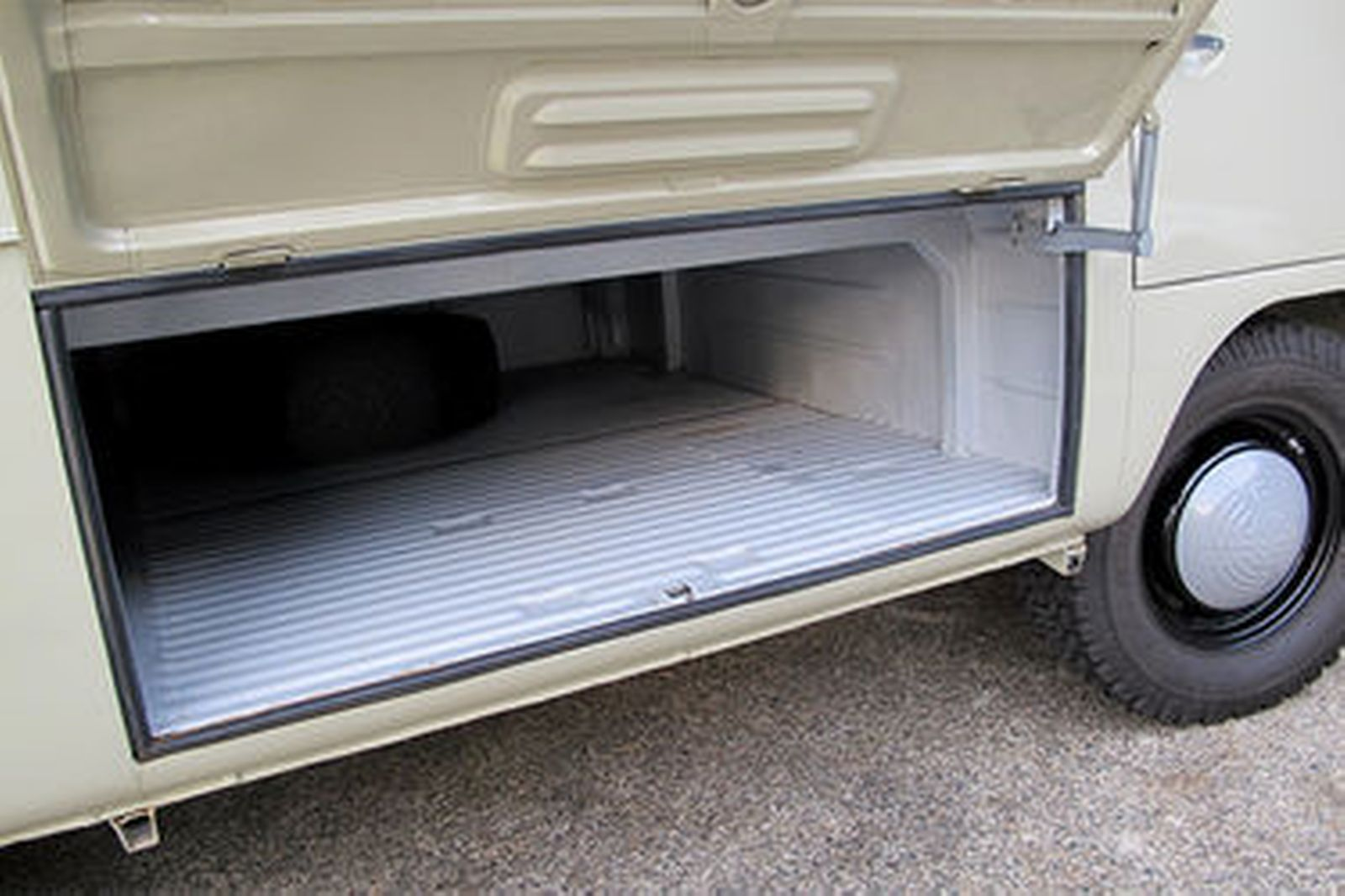 Volkswagen Transporter Split Window Utility (LHD)
