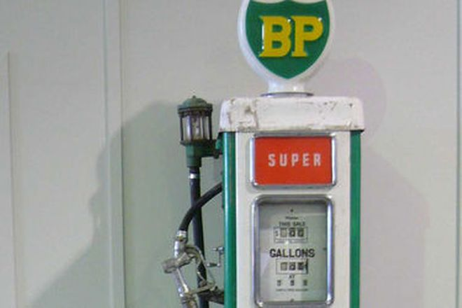 Petrol Bowser - c.1960s Wayne AS70 electric in BP livery (unrestored)