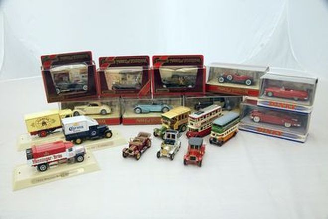 Model Cars - 18 x Matchbox & Dinky Collectables in Boxes
