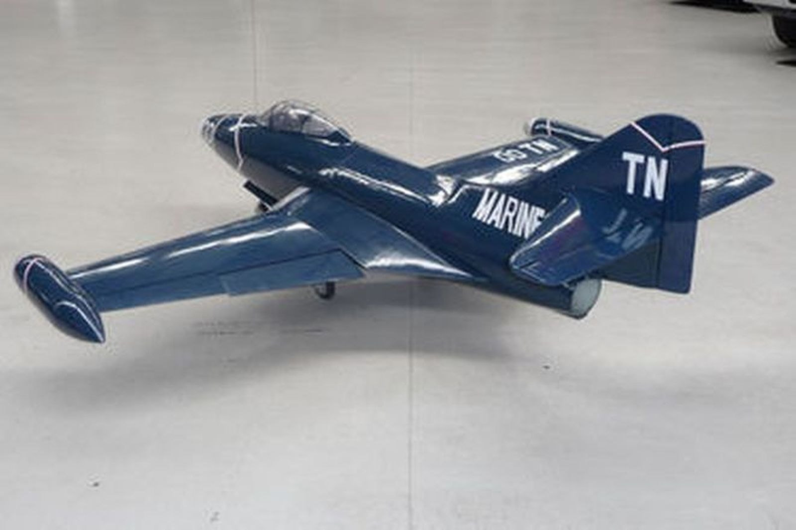 sold  model plane - f9f panther jet scale ww2 aircraft