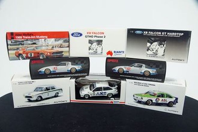 Model Cars -  8 x  Autoart Models Moffat Collection (Scale 1:18)
