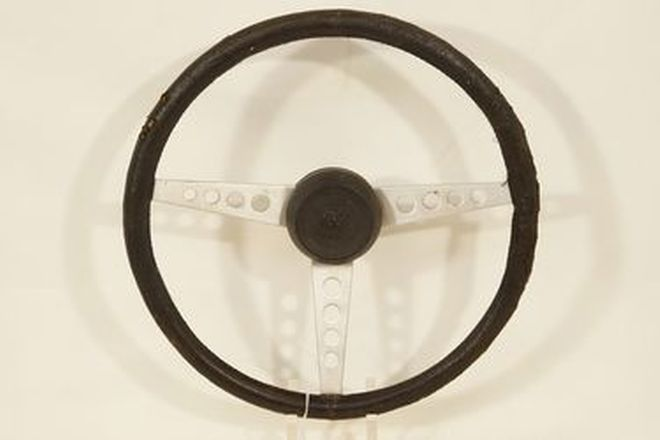 Steering Wheel - Jaguar E-Type Series 3 leather covered 3-spoke with boss and horn button