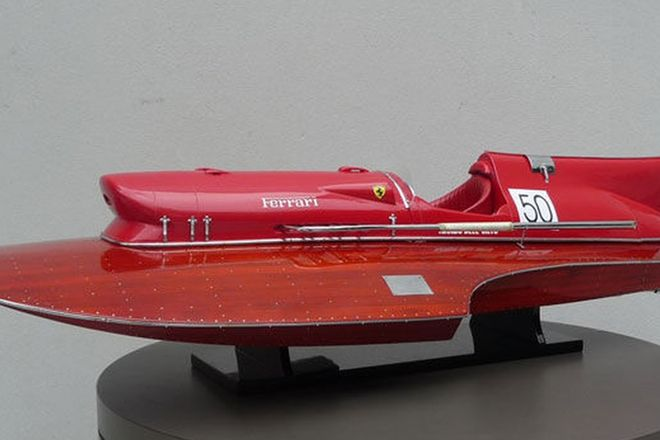 Model Boat - Ferrari Hydroplane 'Arno XI' Replica (90cm long)