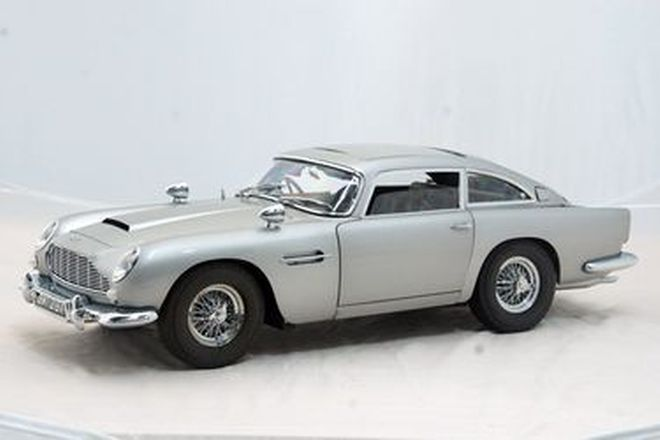 Model Car - James Bond 007 Aston Martin DB5 Diecast by Eaglemoss  Scale 1/8  (22.5