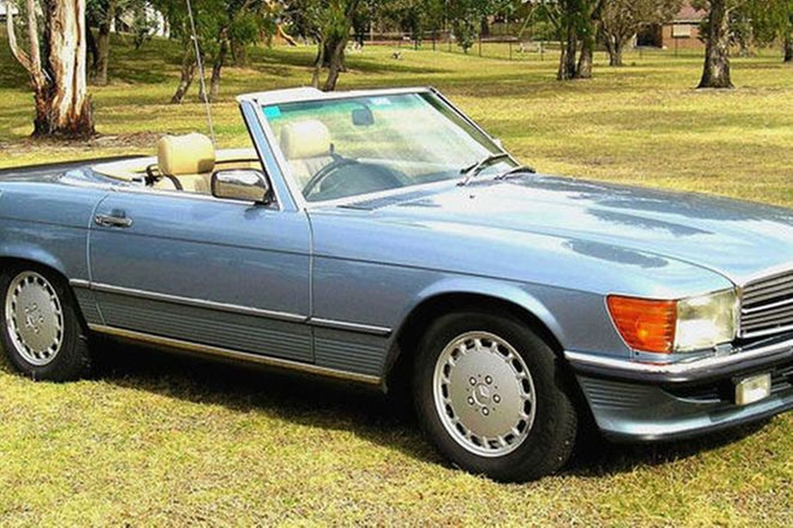 mercedes benz 560sl convertible auctions lot 7 shannons. Black Bedroom Furniture Sets. Home Design Ideas
