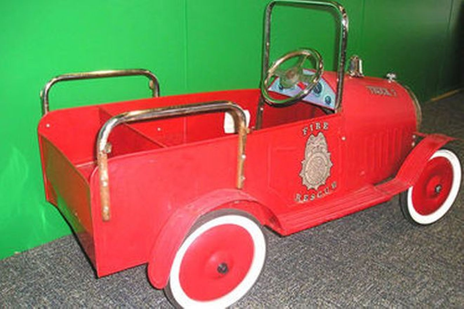 Online Car Auctions >> Sold: Pedal Car - Child's Metal 'Fire Rescue Truck ...