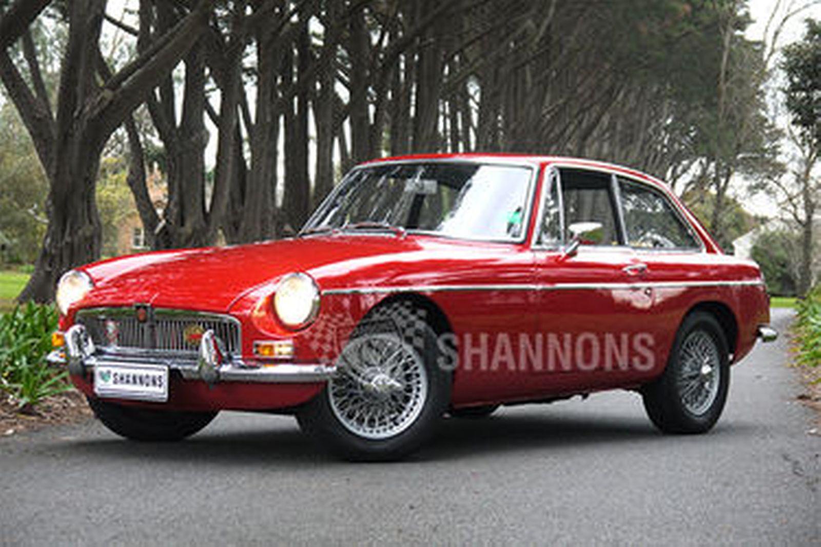 1971 MGB GT - Richmonds - Classic and Prestige Cars