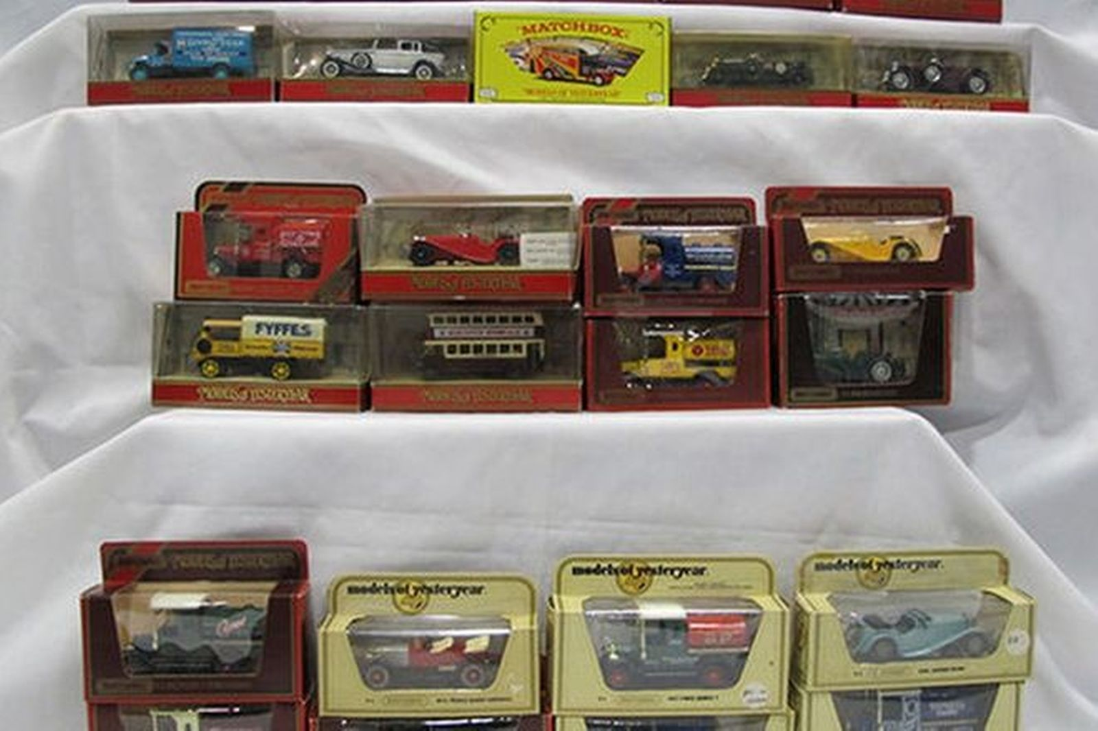 Model Cars x 108 - Matchbox Models of Yesteryear (Scale: various)