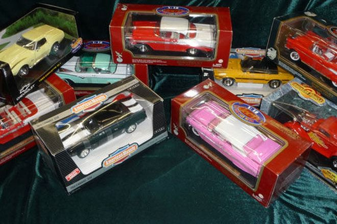 Model Cars - 9 x Various in boxes (Scale 1:18)