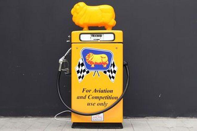 Petrol Pump - Wayne 605 Industrial in Golden Fleece Racing Livery with Reproduction Ram