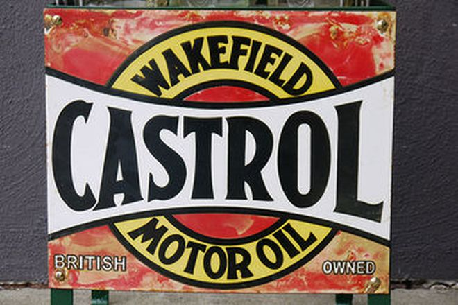 Oil Rack - Castrol with 6 x embossed bottles and reproduction tops