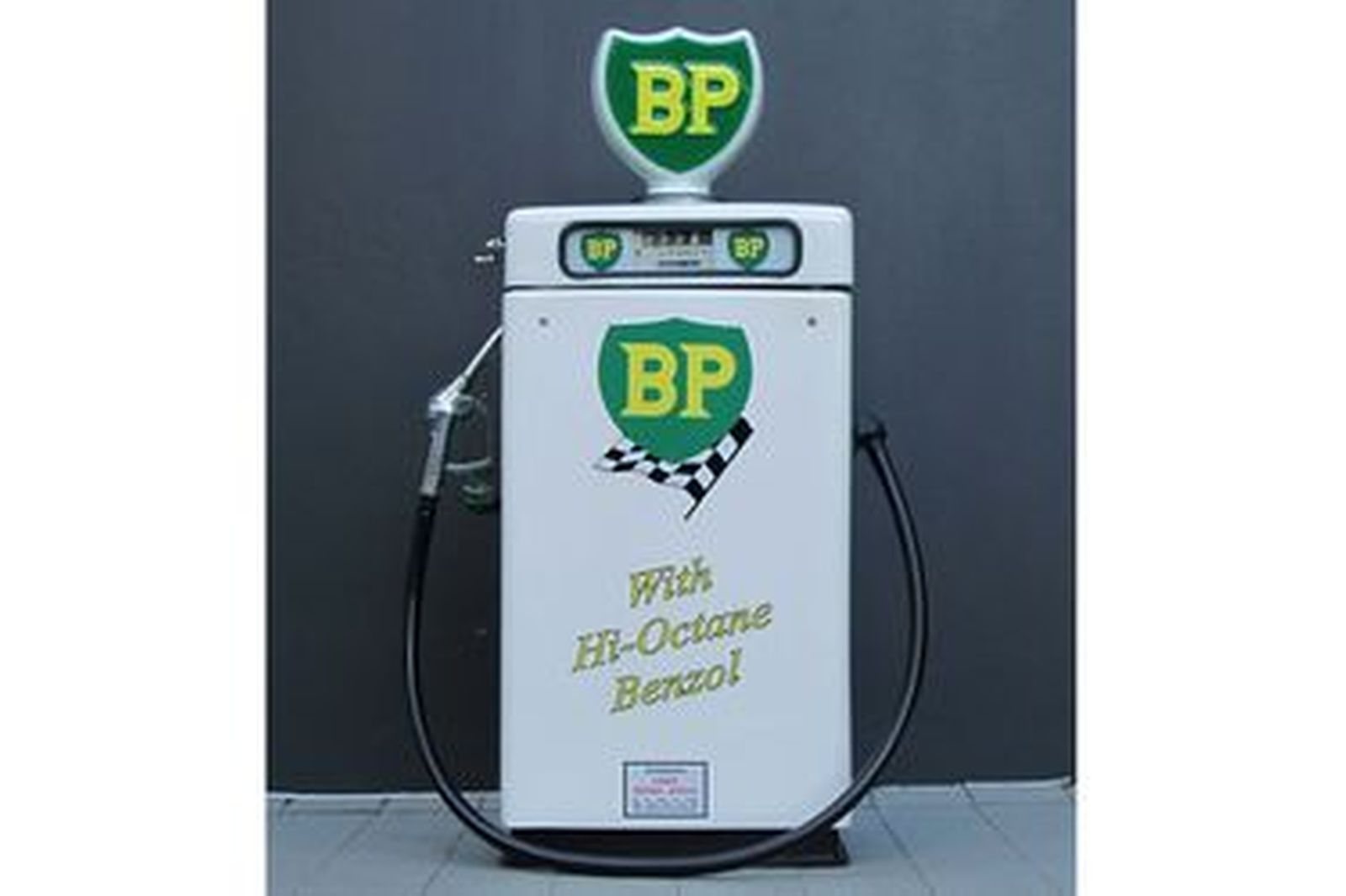 petrol pump wayne 605 electric in bp racing livery restored with globe