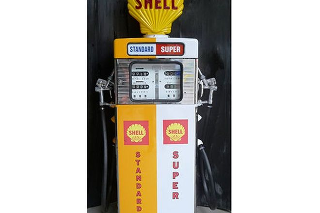 Petrol Pump - c1960s Wayne 605 Double in Shell Livery (Restored with Reproduction Globe)