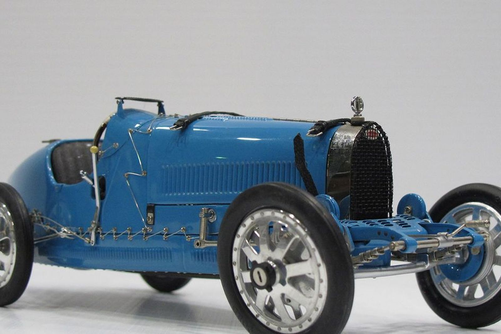 sold model car 1 x bugatti typ 35 grand prix 1924 1 18 scale by cmc auctions lot v shannons. Black Bedroom Furniture Sets. Home Design Ideas