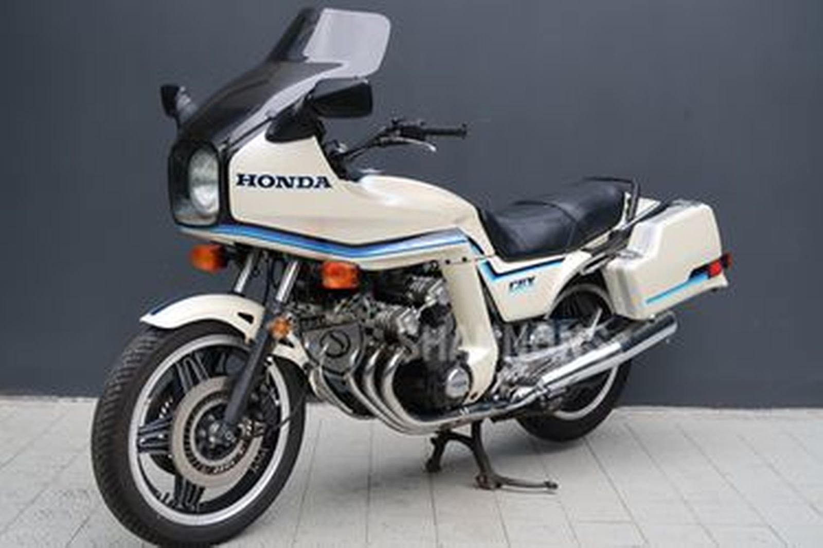 sold honda cbx  super sport motorcycle auctions lot  shannons