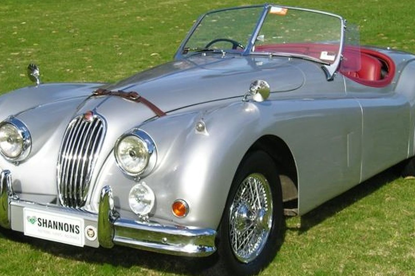 Marvelous Jaguar XK140 SE Roadster