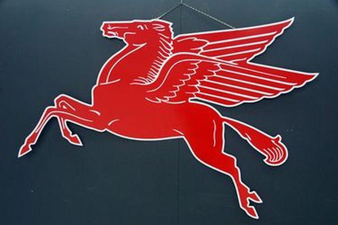 Tin Sign - Large Mobilgas Pegasus Reproduction sign (1.4m Long)