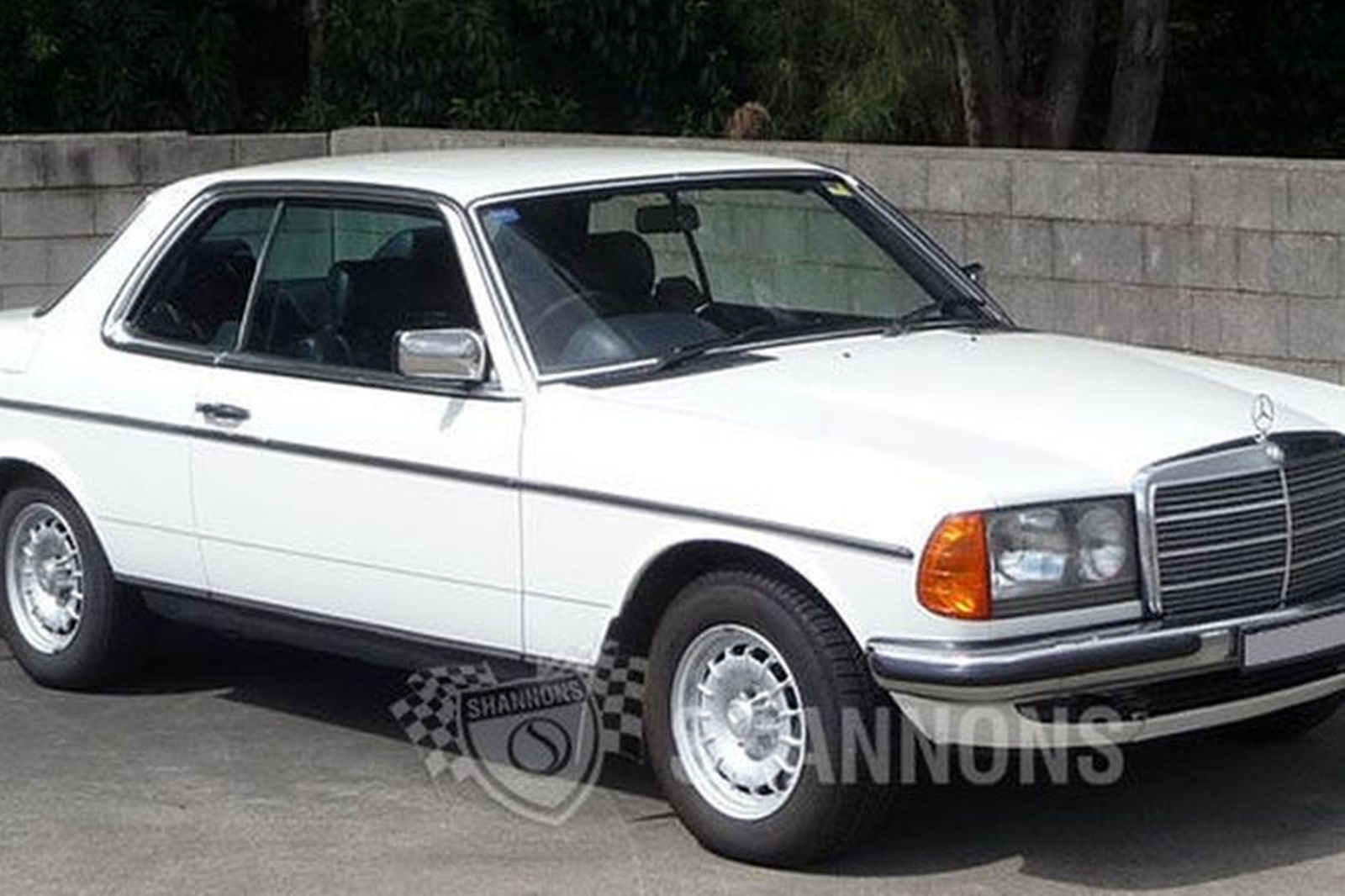 sold mercedes benz 280ce coupe auctions lot 8 shannons. Black Bedroom Furniture Sets. Home Design Ideas