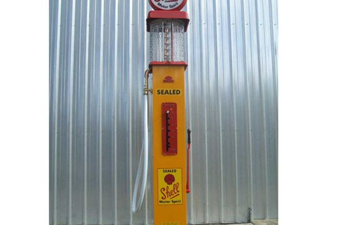 Petrol Bowser - ERL Manual Pump, Original Pre-War Model in Shell Livery with Repro Globe and Artwork