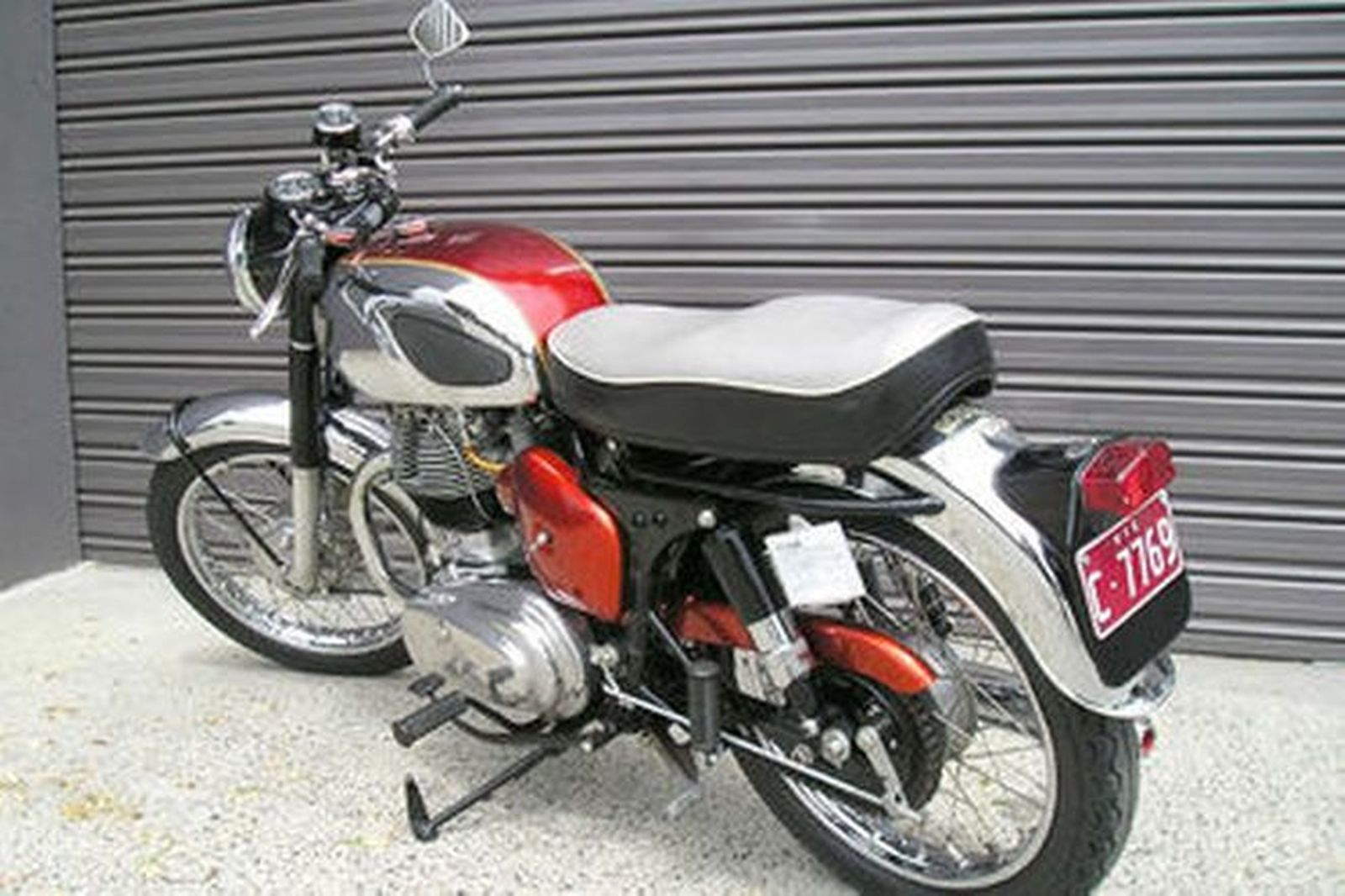Sold royal enfield 39 interceptor 39 750 motorcycle auctions for Motor vehicle open on saturday