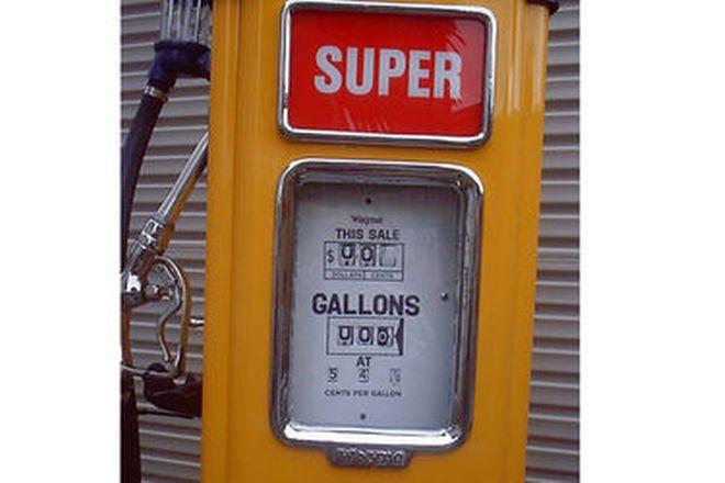 Petrol Bowser - Wayne AS 70 in Golden Fleece Livery