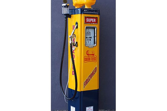 Petrol Pump - Wayne AS70 in Golden Fleece Livery with Reproduction Globe