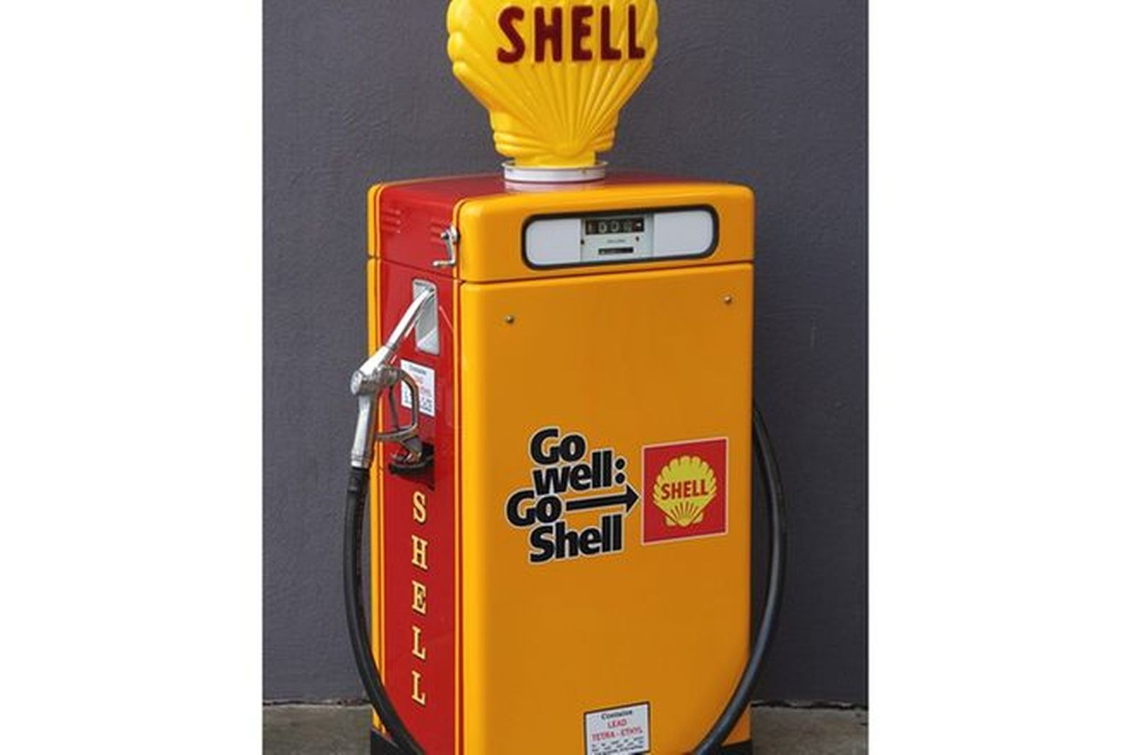 Petrol Pump -  Wayne 605 Industrial in Shell Livery with Reproduction Globe