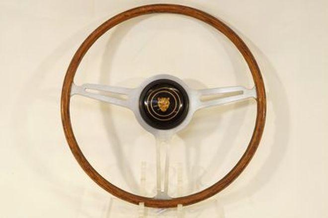 Steering Wheel - Spyder 3-spoke wood rim