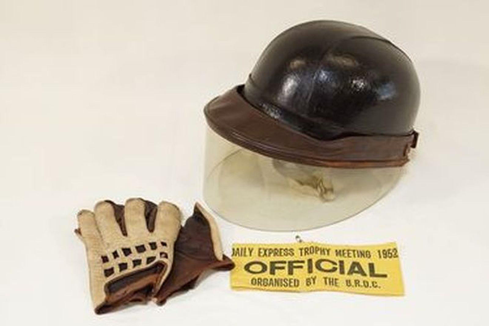 Helmet & Gloves - Standard Everoak helmet with visor, leather gloves & '52 Daily Express Trophy