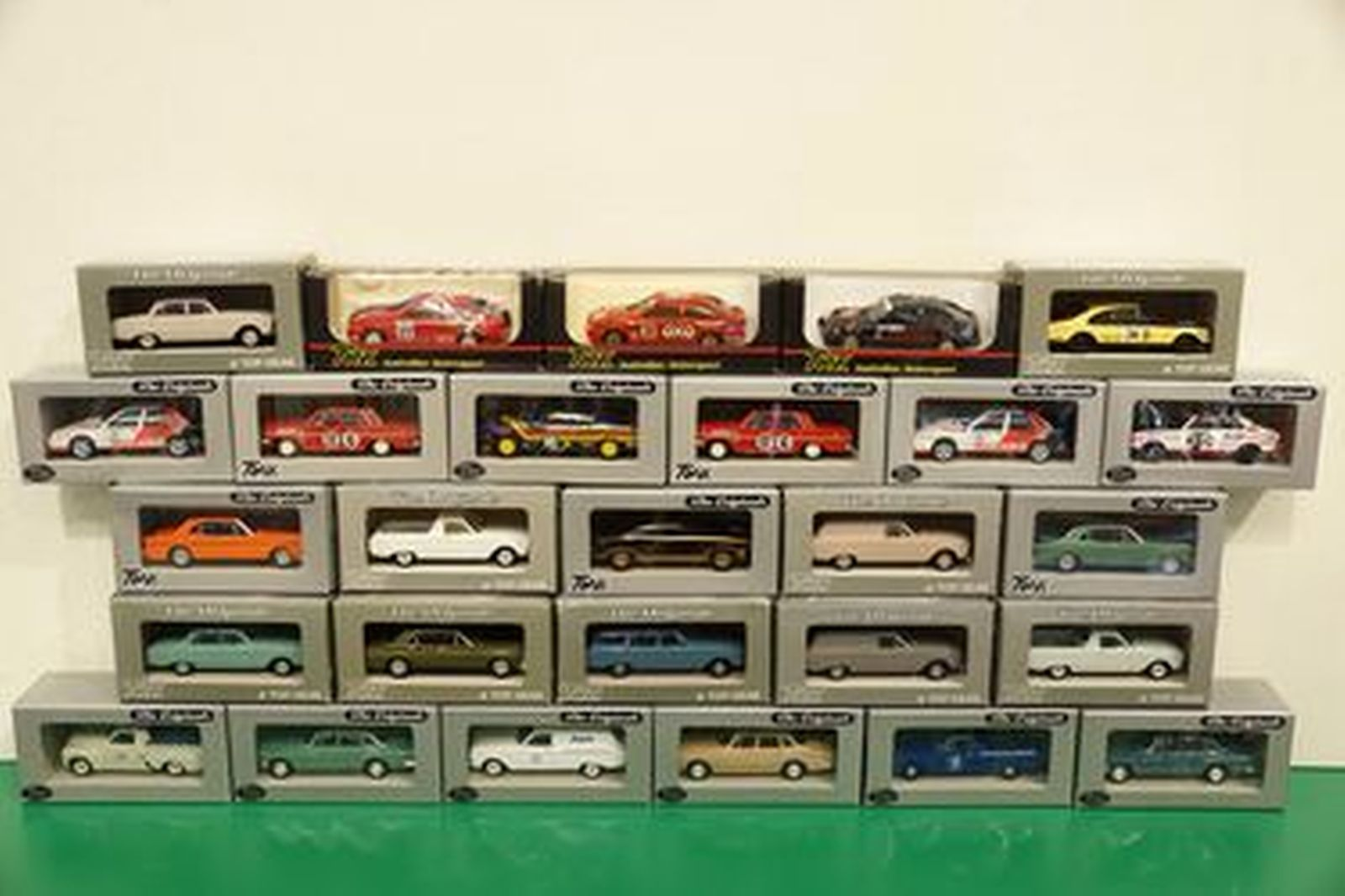 Model Cars - 27 x Assorted Trax (Scale 1:43)