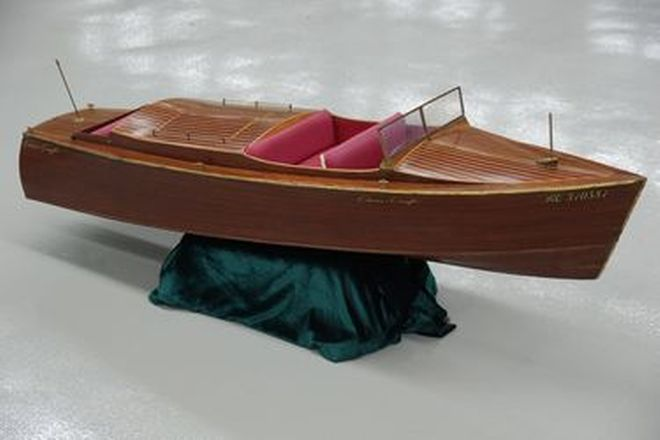 Model Boat - c1970s Wooden Chris Craft 'Miss Ruby' Boat (Motorised) (130cm long)