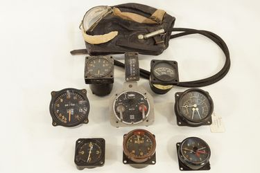 Aircraft accessories x 10 - 8 instrument gauges, 1 switch set, 1 leather helmet