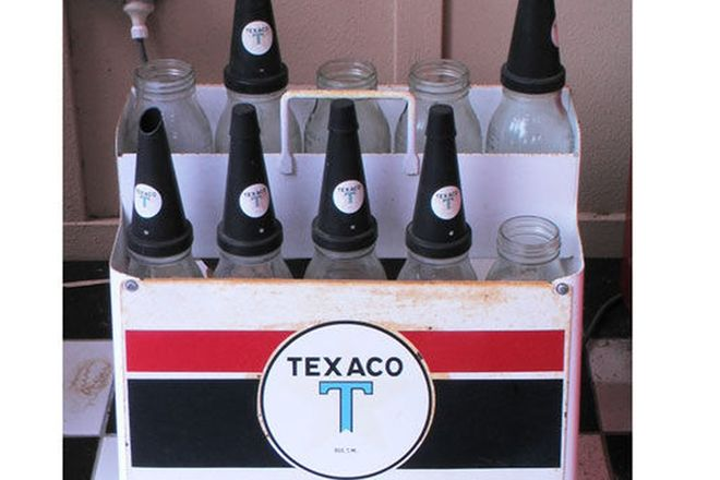 Texaco Oil Rack & 10 Bottles (some tops missing)