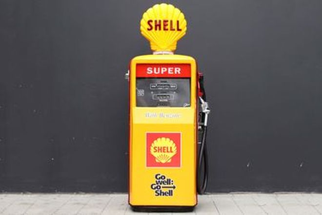 Petrol Pump - Gilbarco Sales Maker restored in Go Well Go Shell Livery with Reproduction Globe