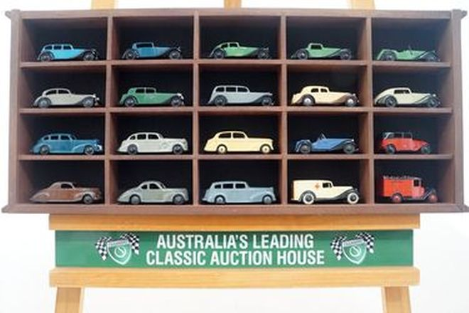 Model Cars x 20 - Display Cabinet with Vintage Dinky Model Cars (Scale 1:43)