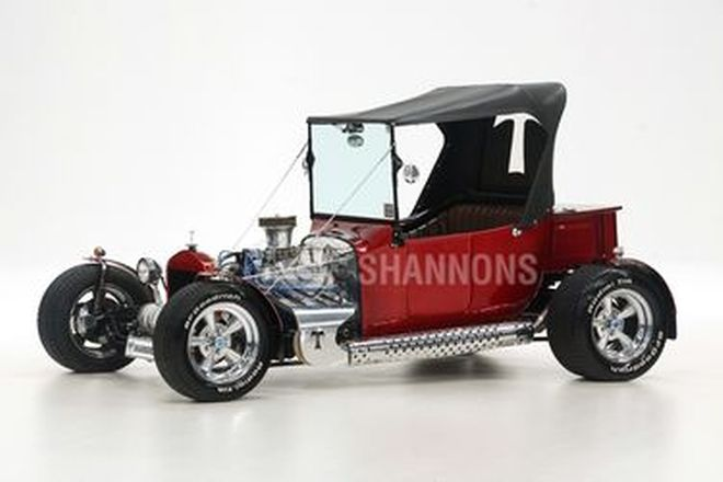 Ford T-Bucket Hot Rod (RHD)