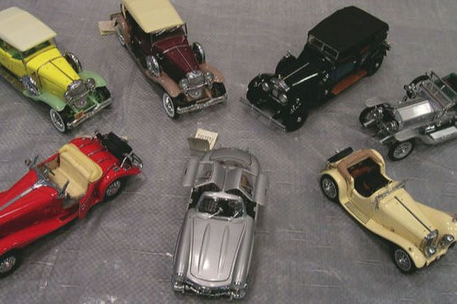 7 x Franklin Mint Model Cars (1:24 Scale) - most with boxes and certificates