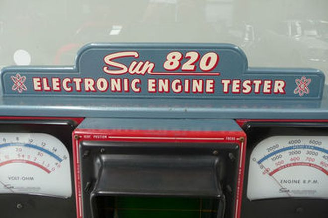 Sun 820 Electronic Engine Tester with Manuals and Accessories