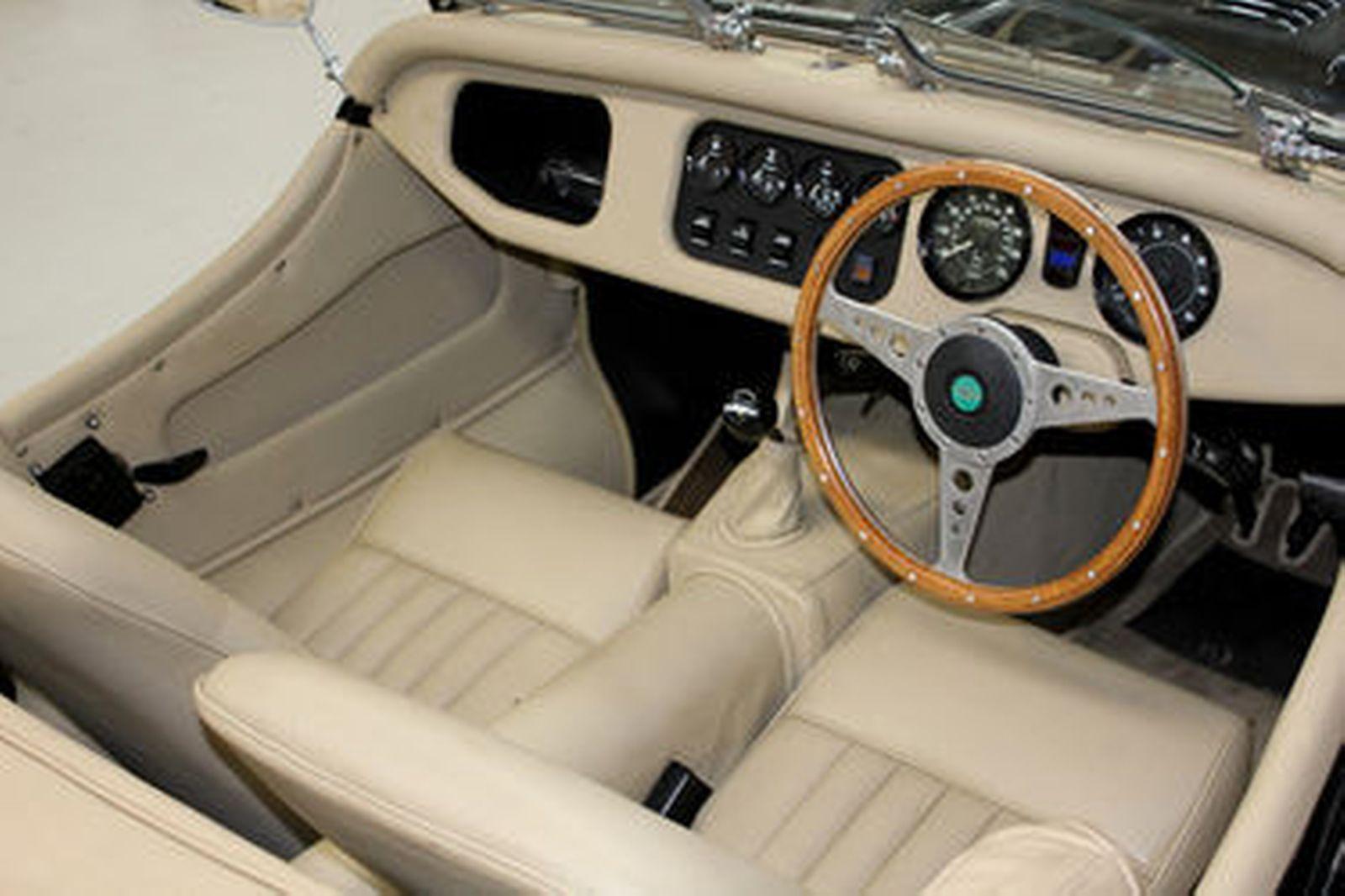 Morgan Plus 8 'Lightweight' Roadster