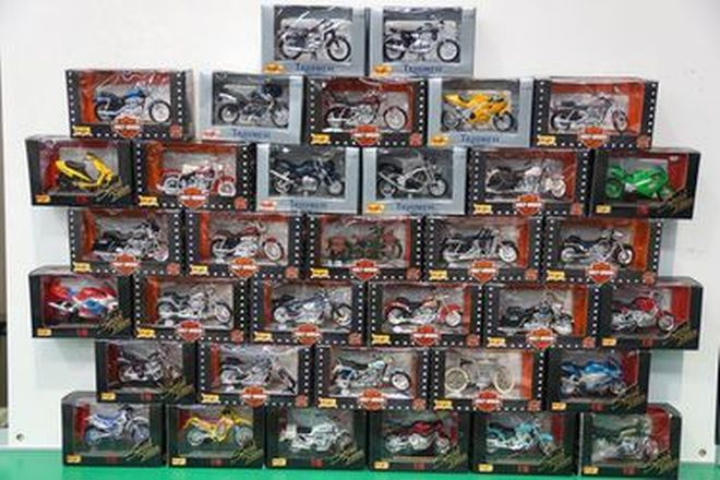 Model Motorcycles - 35 x Maisto (Scale 1:18)