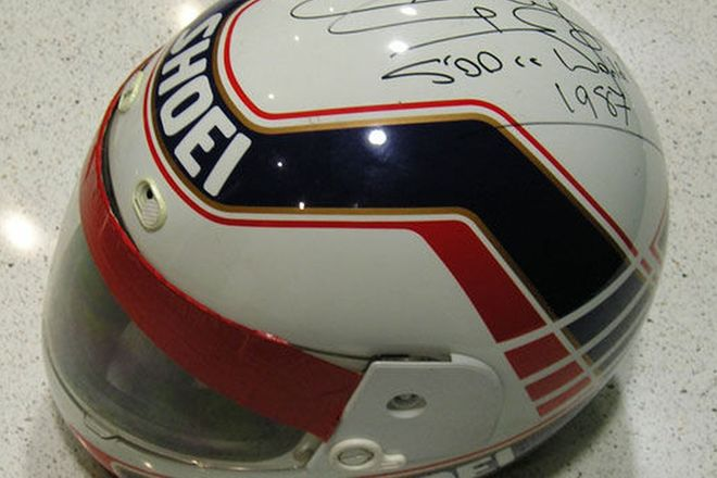 Helmet - Shoei Race Replica signed by 1987 500cc World Champion Wayne Gardner