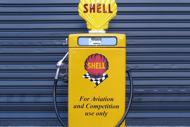 Petrol Pump -  Wayne 605 Industrial Petrol Pump in Shell Livery with Reproduction Globe (Restored)