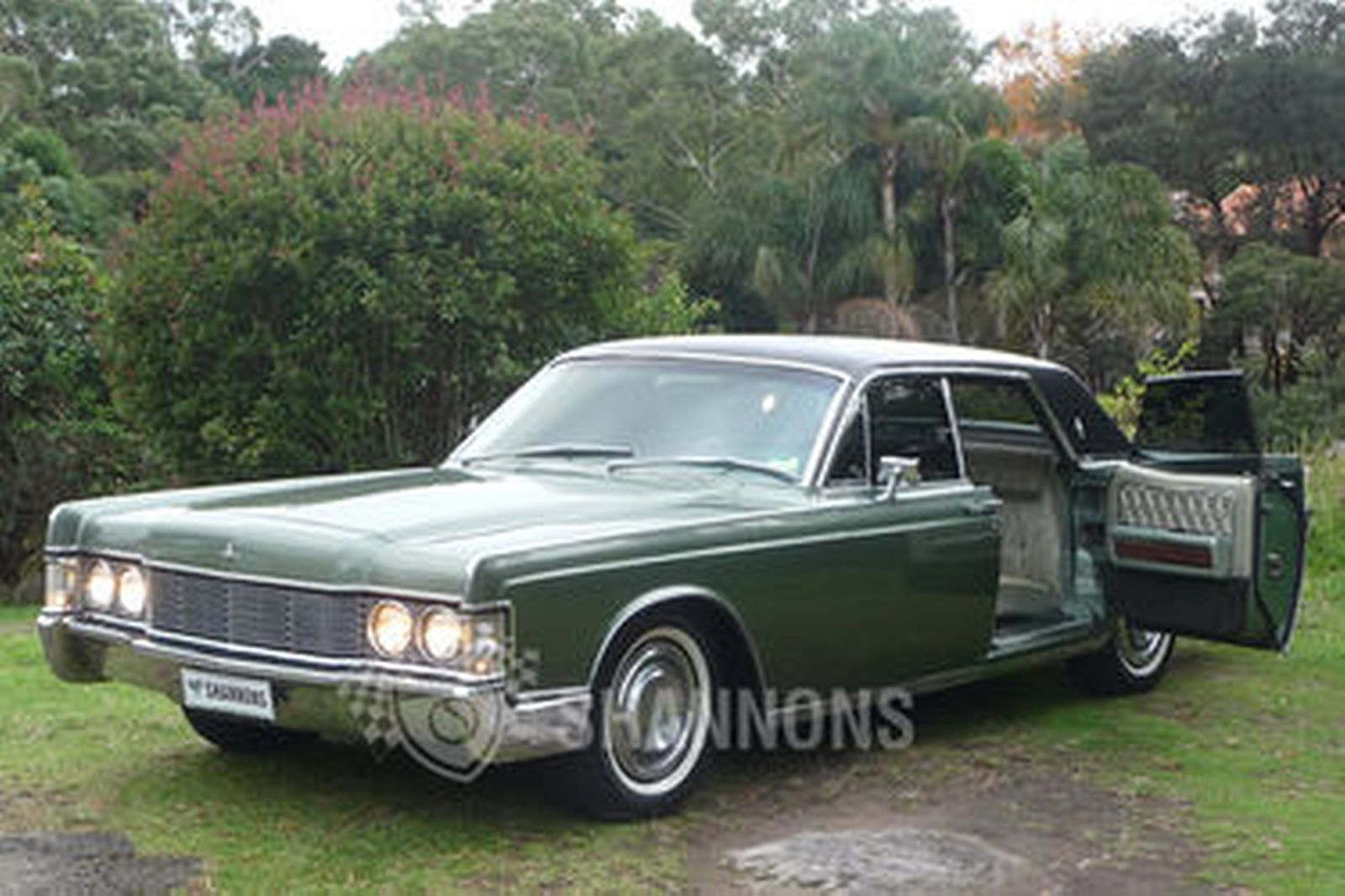 Lincoln Continental Sedan (LHD)