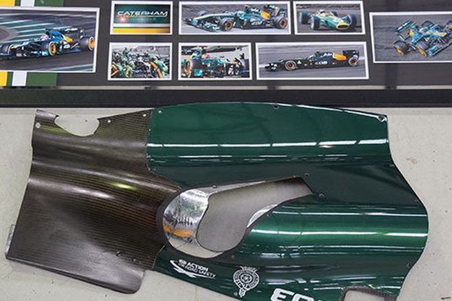 F1 Items - Caterham F1 Photo Display & Carbon Part