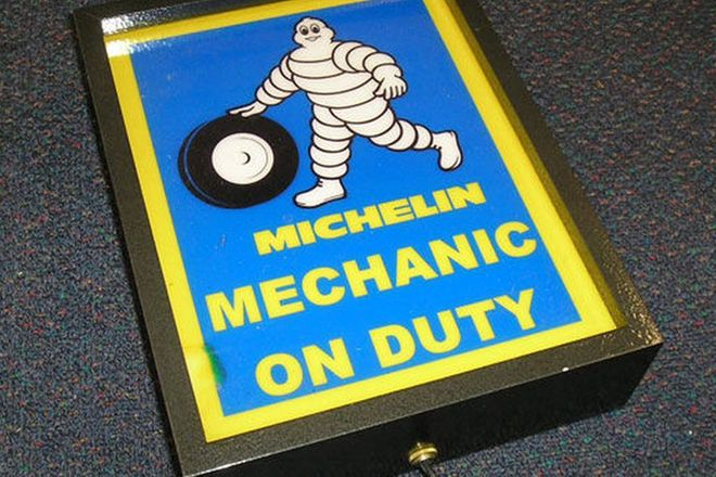 Illuminated Sign - Michelin Mechanic on Duty (28 x 22cm)
