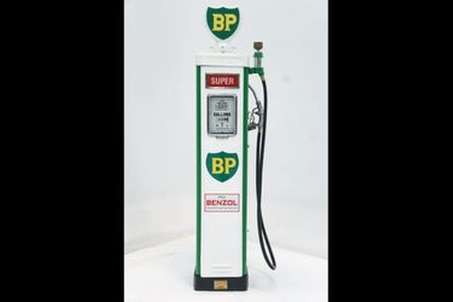 Petrol Bowser - Wayne AS70 in BP Livery with reproduction globe (cosmetically restored)