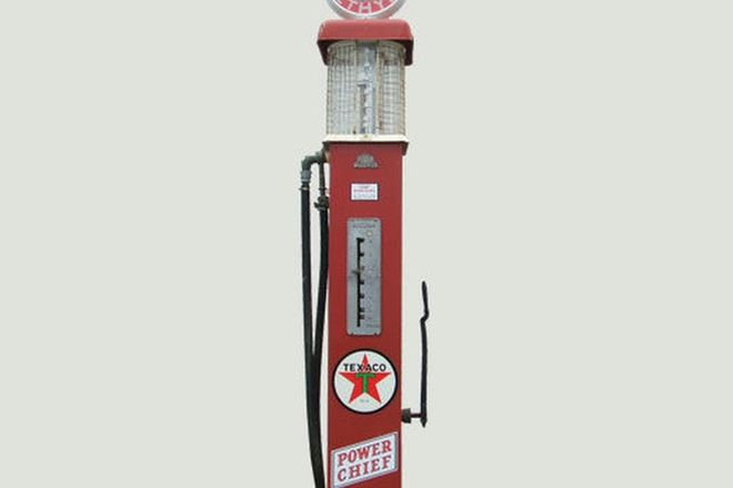 Petrol Bowser - c1920's/1930's ERL Manual pump restored in Texaco Livery