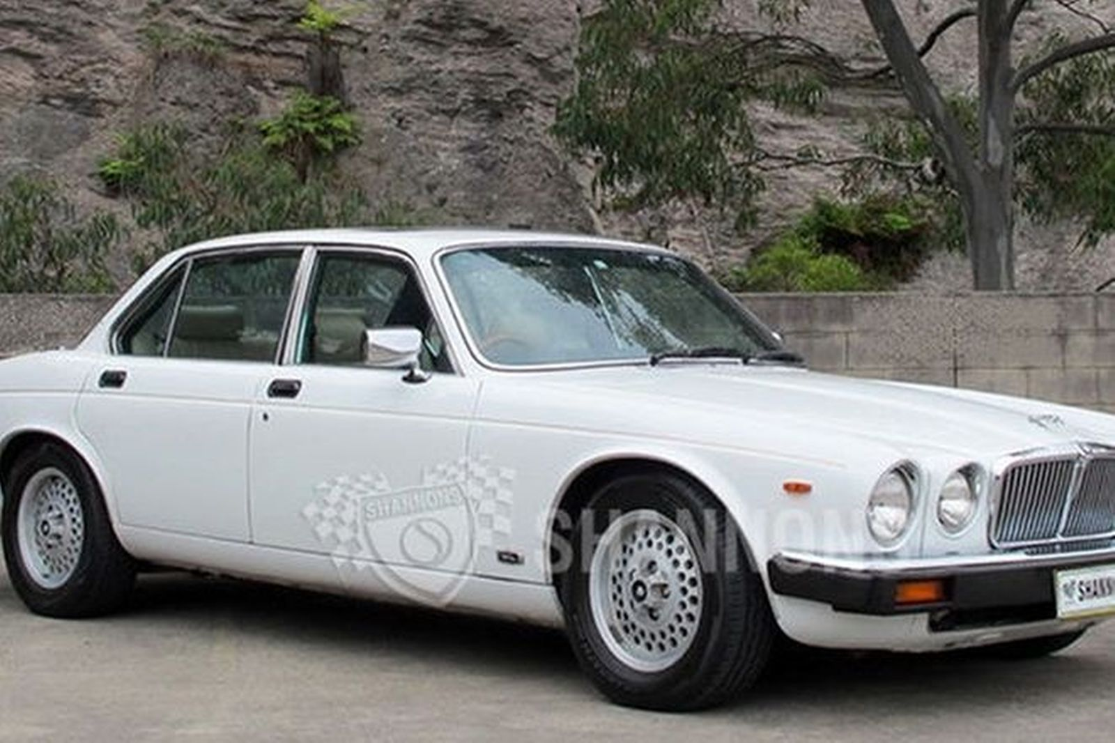 sold jaguar xj6 4 2 series 3 sovereign saloon auctions