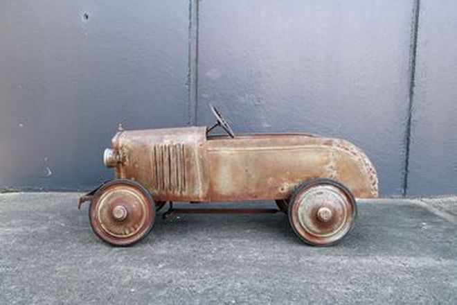 Pedal Car - Childs Cyclops Pedal Car (100 x 30 x 45 cm)